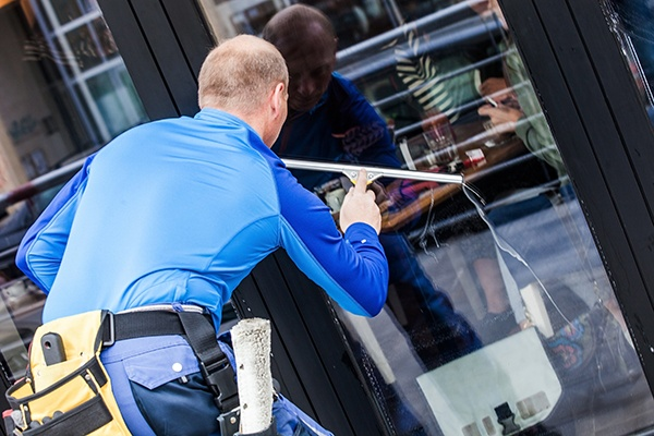we clean outside commercial building in Vancouver